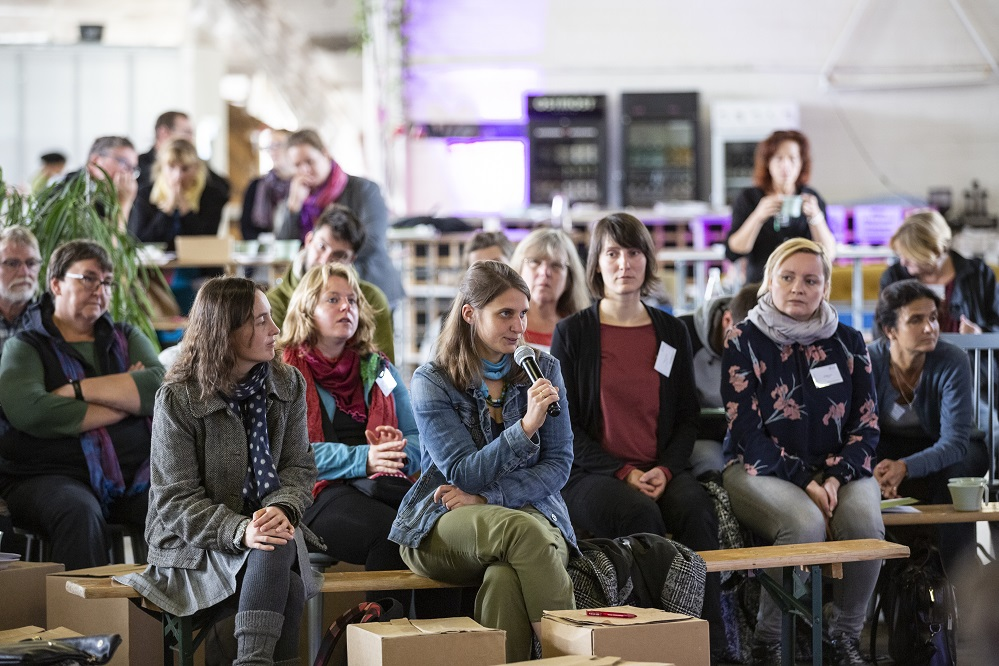 Eva Reinwald (Mitte) und weitere Eine Welt Promotorinnen auf der Bundeskonferenz 2018 in Berlin